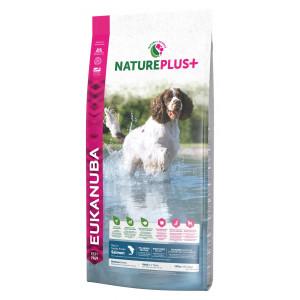 Eukanuba NaturePlus+ Cane Adulto Medium, con Salmone